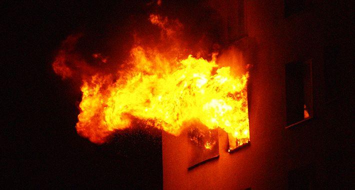 bezpieczeństwo, Pożar bloku Targówku - zdjęcie, fotografia